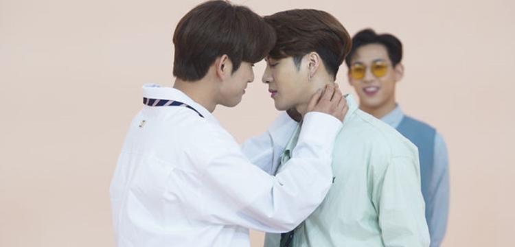 Jinyoung and Jackson (GOT7) re-enact